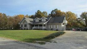 221 Lakewood Drive, Hillsboro, IL 62049