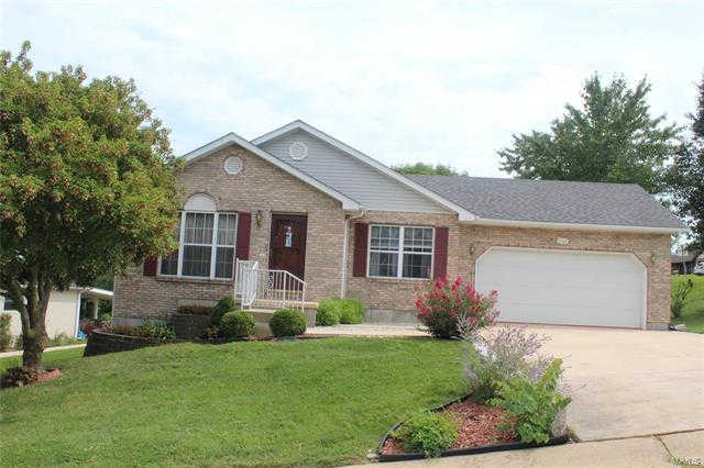 1202 Fawn Dr, Washington, MO 63090 is now new to the market!