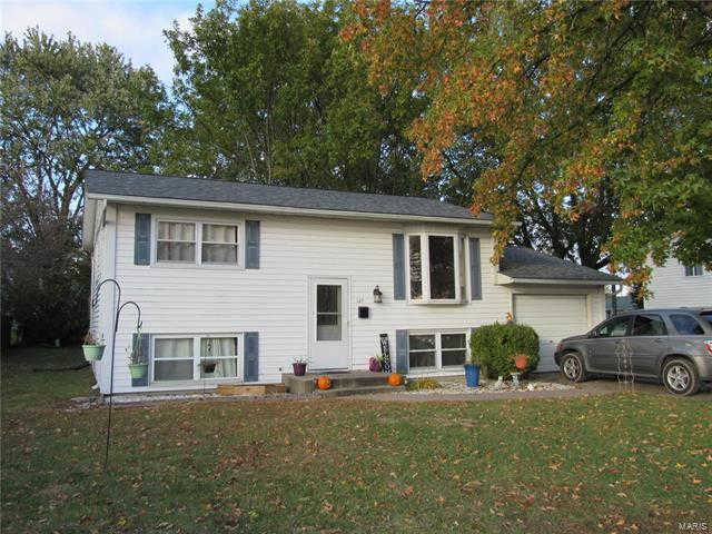 127 Rosewood Drive, Jerseyville, IL 62052 now has a new price of $89,900!