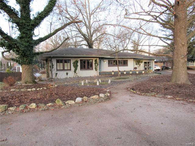 49 South Fairmount Dr., Alton, IL 62002 has an Open House on  Sunday, February 16, 2020 12:00 PM to 1:30 PM