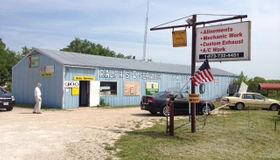 9471 North Service, Bourbon, MO 65441