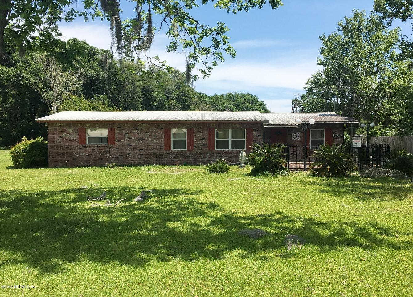 1707 S Palm Ave, Palatka, FL 32177 is now new to the market!