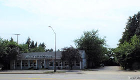 5897 Dixie Hiwy, Clarkston, MI 48346