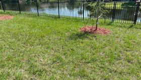 8256 Meadow Walk Ln, Jacksonville, FL 32256