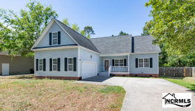 127 Bayshore Drive, Sneads Ferry, NC 28460