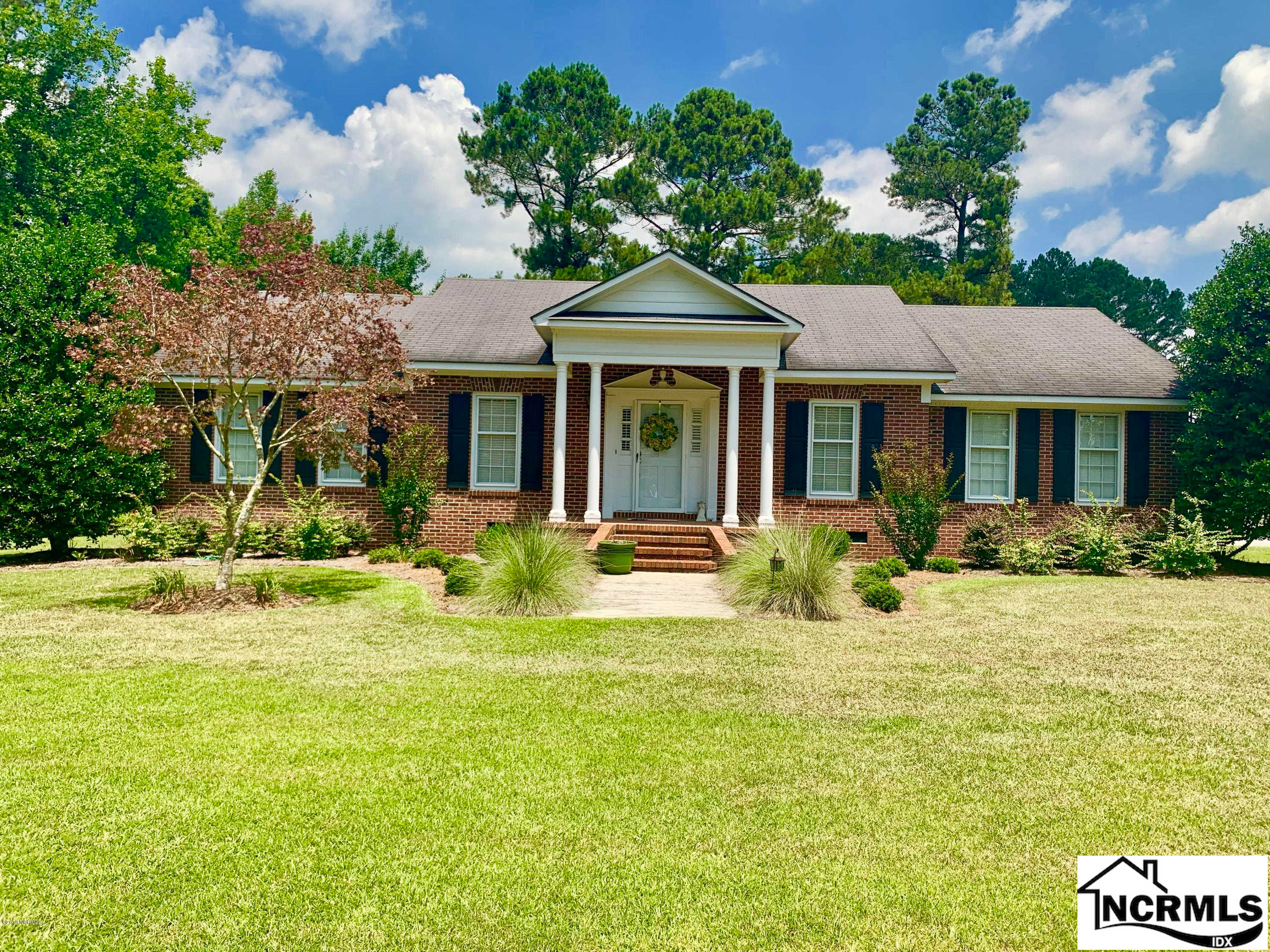 106 Adams Street, Wallace, NC 28466 now has a new price of $214,900!