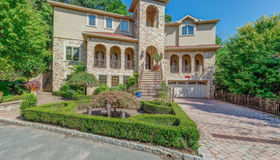 4 St James Place, Staten Island, NY 10304