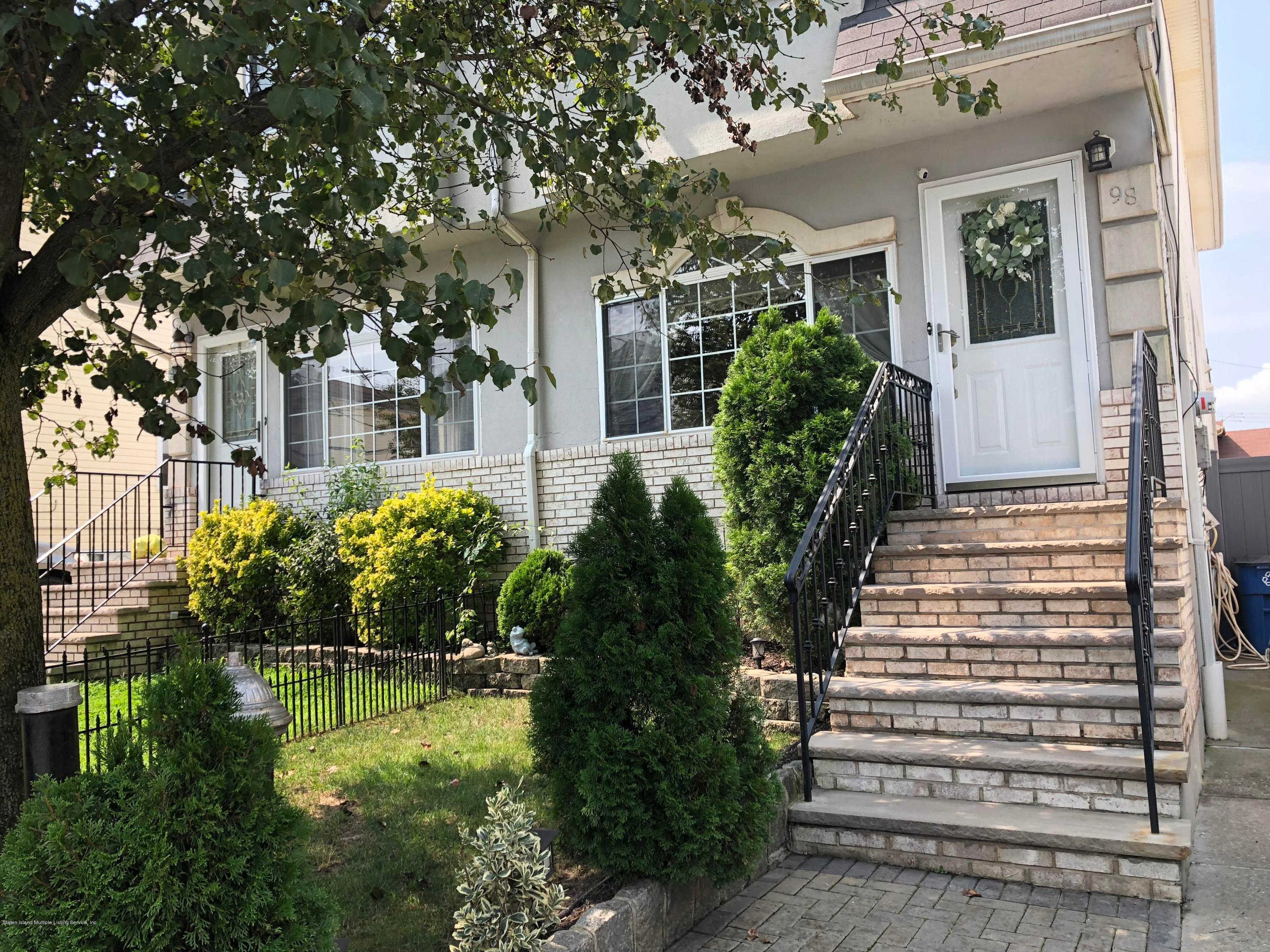 98 Harris Lane, Staten Island, NY 10309 is now new to the market!