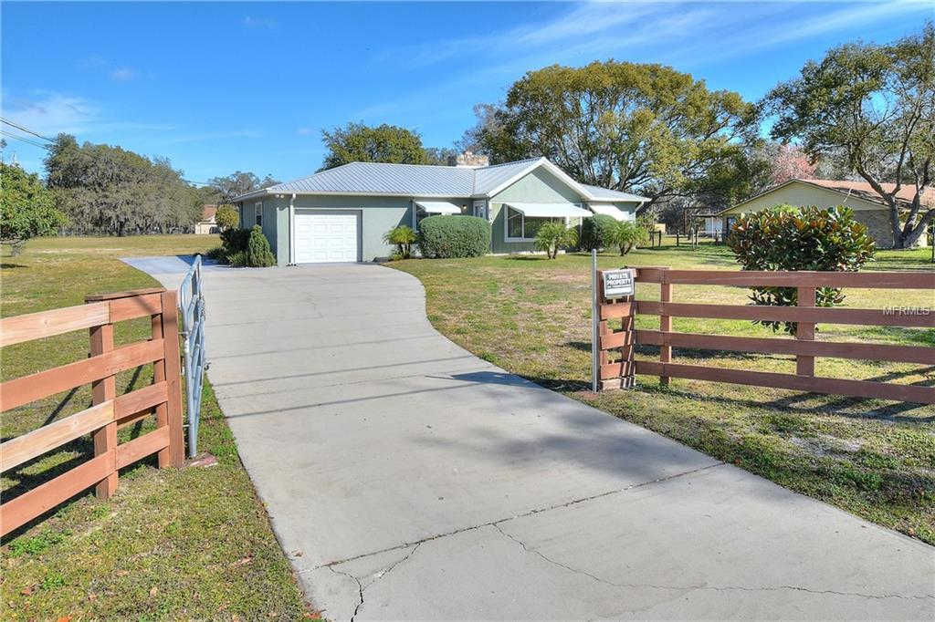 8704 Tom Costine Rd Road, Lakeland, FL 33809 is now new to the market!