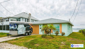 112 9th Street N, Bradenton Beach, FL 34217