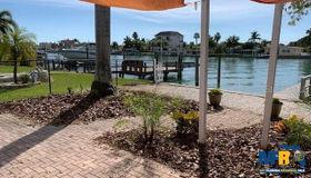 11460 8th Street E, Treasure Island, FL 33706