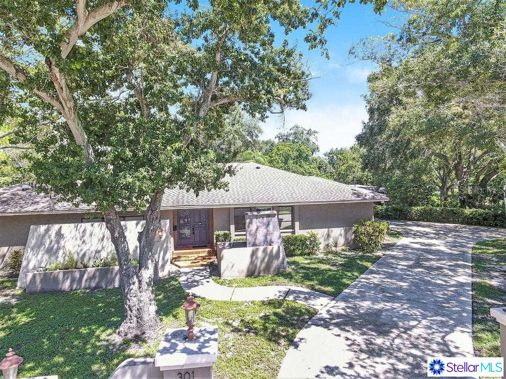 301 Park Street N, St Petersburg, FL 33710 is now new to the market!
