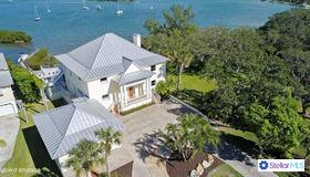 820 Laguna Drive, Venice, FL 34285