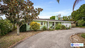 1523 Lakeview Road, Clearwater, FL 33756