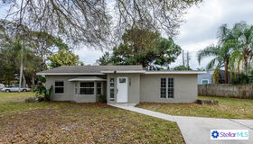 7182 49th Avenue N, St Petersburg, FL 33709