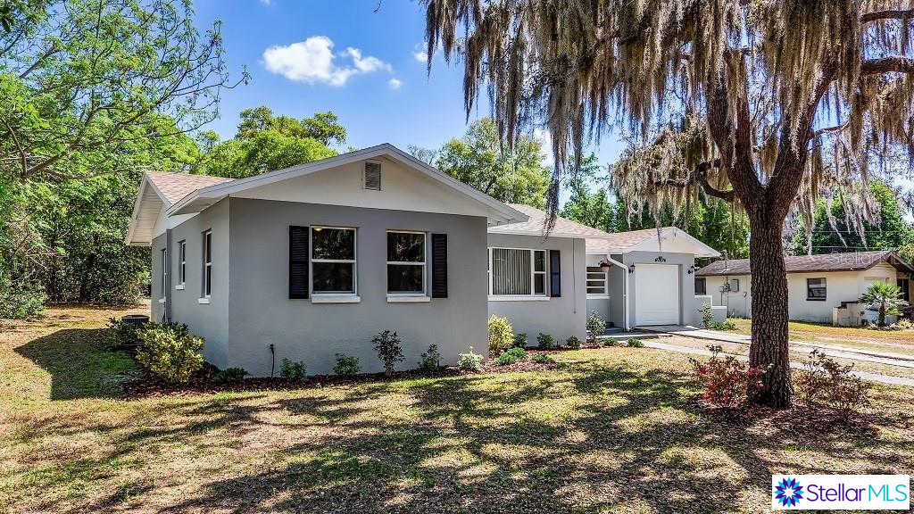 406 N Palm Avenue, Howey IN The Hills, FL 34737 is now new to the market!