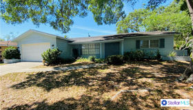 9098 Lakewood Drive, Seminole, FL 33772