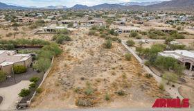 9xx E Desert Hills Estate Drive, Phoenix, AZ 85086