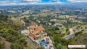 3223 Red Mountain Heights Dr, Fallbrook, CA 92028