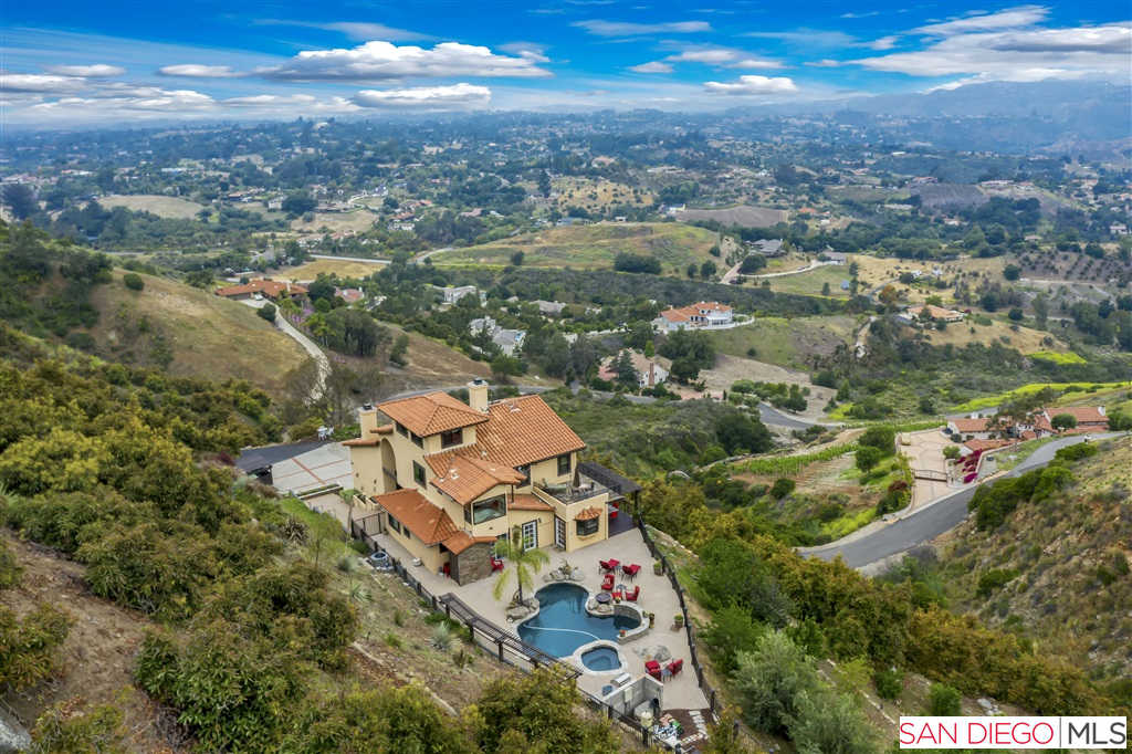 3223 Red Mountain Heights Dr, Fallbrook, CA 92028 now has a new price of $1,099,900!