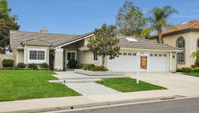 574 Jobe Hill Dr, Vista, CA 92081