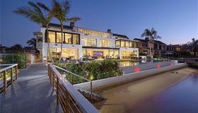 1813 E Bay Avenue, Newport Beach, CA 92661