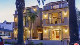 221 12th Street, Huntington Beach, CA 92648