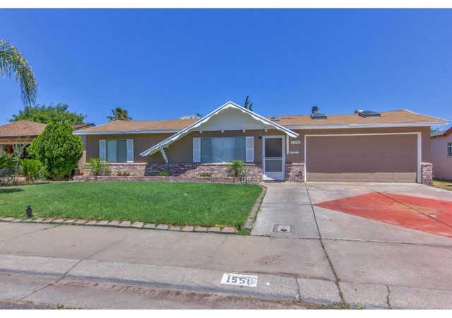 1558 Cypress Place, Los Banos, CA 93635 now has a new price of $299,000!