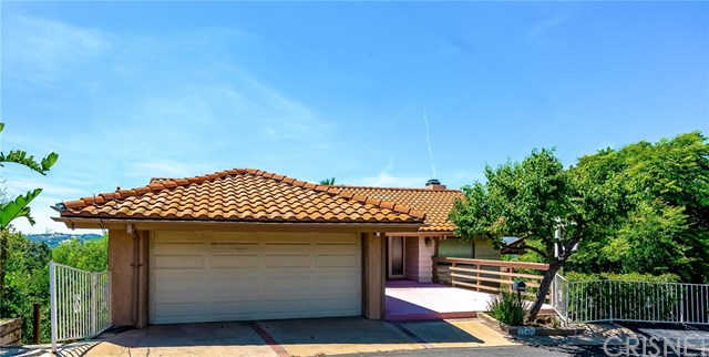 22489 Venido Road, Woodland Hills, CA 91364 is now new to the market!