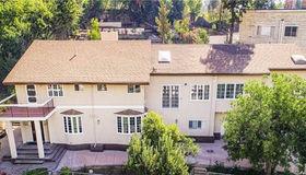 19567 Oxnard Street, Tarzana, CA 91356
