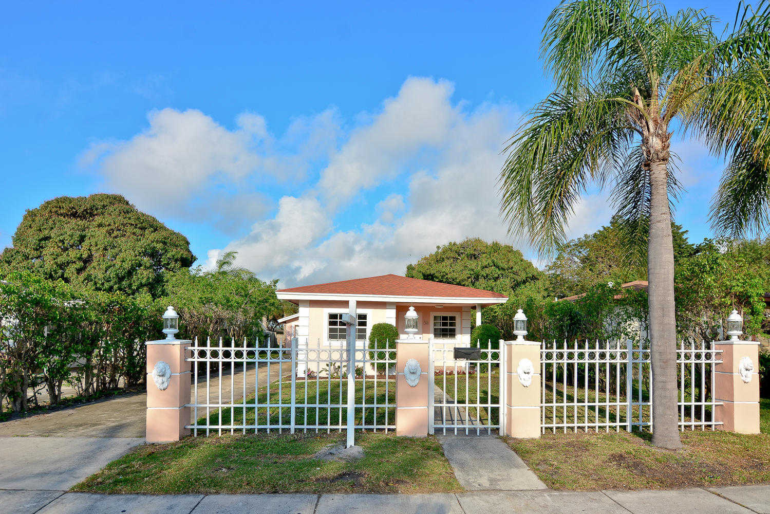 Video Tour  - 38 SW 8th Avenue, Delray Beach, FL 33444