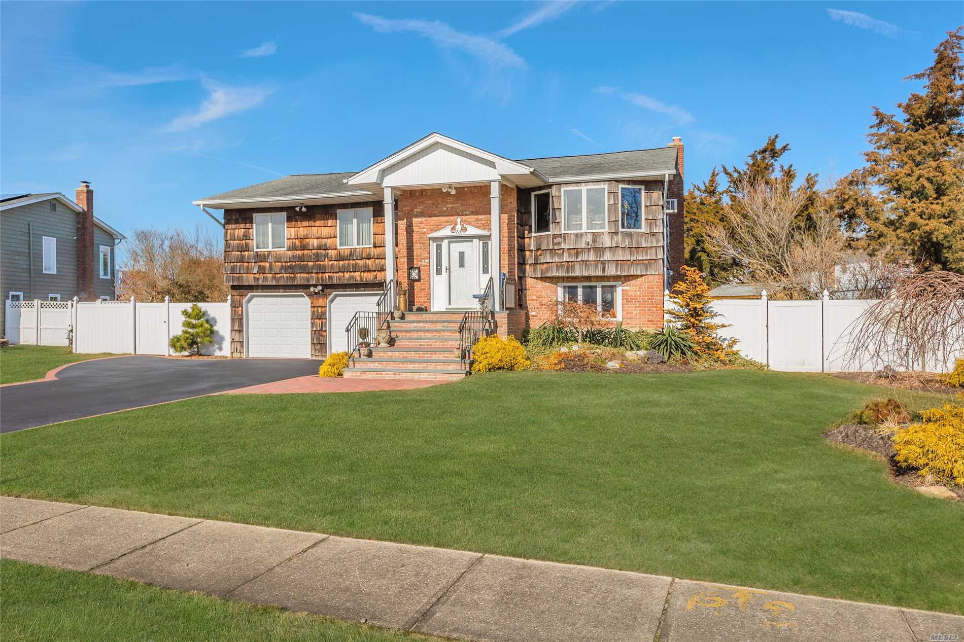 193  Anchorage  Dr, West Islip, NY 11795 - Open House on Sunday, Feb 24, 2019 at 12:30 PM