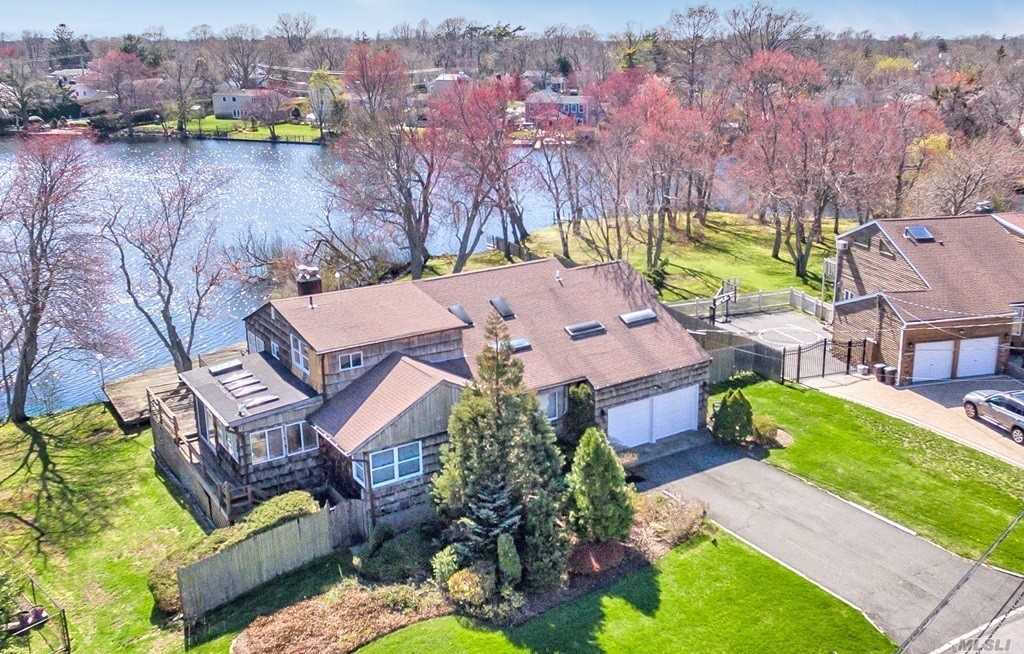 480 Everdell Ave, West Islip, NY 11795 now has a new price of $579,000!