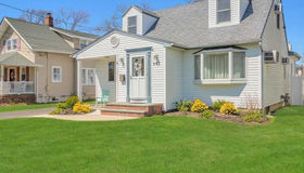 297 George St, West Islip, NY 11795