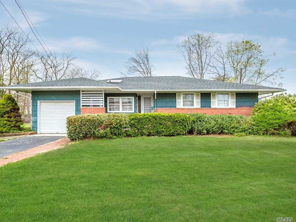 Video Tour  - 212 Phelps Ln, N. Babylon, NY 11703
