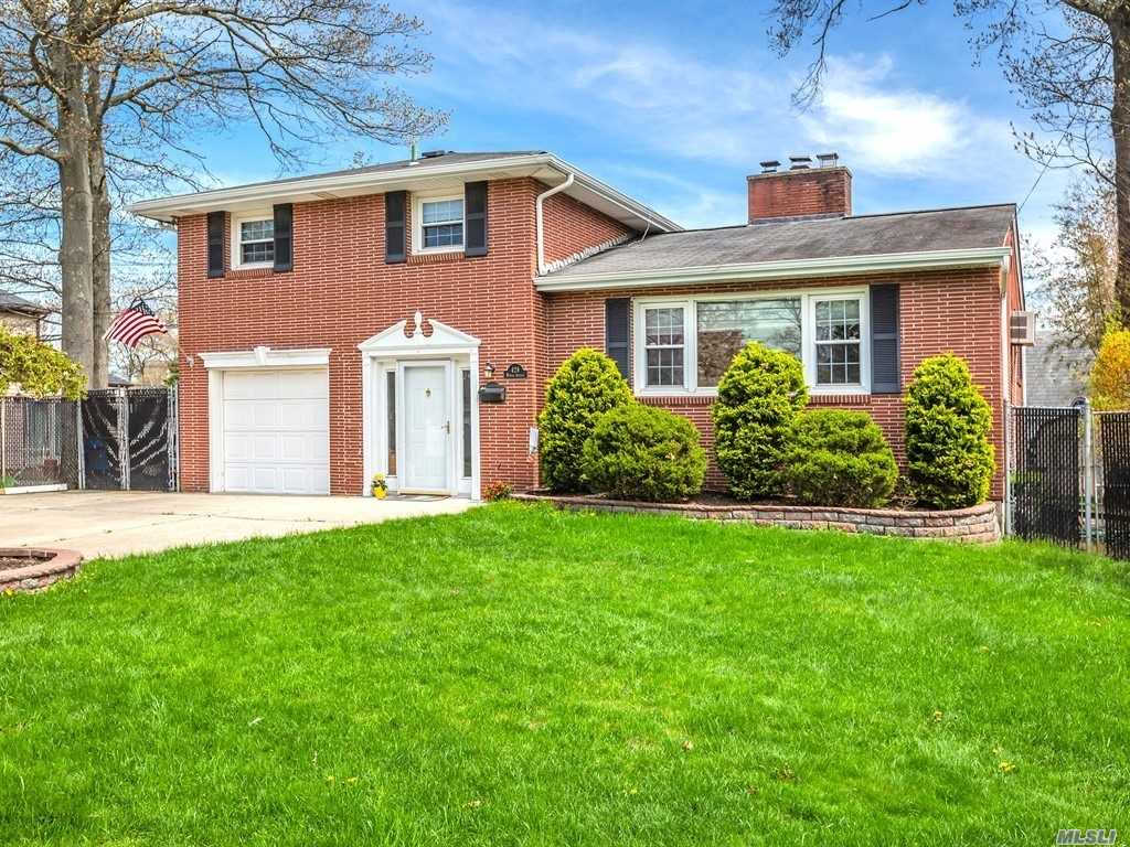 Video Tour  - 428 Myrtle Ave, West Islip, NY 11795