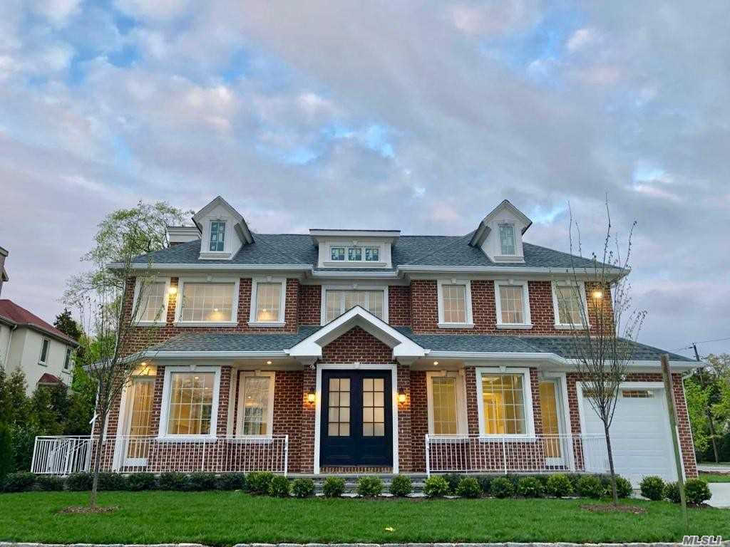 Video Tour  - 8 E Park Pl, Great Neck, NY 11023