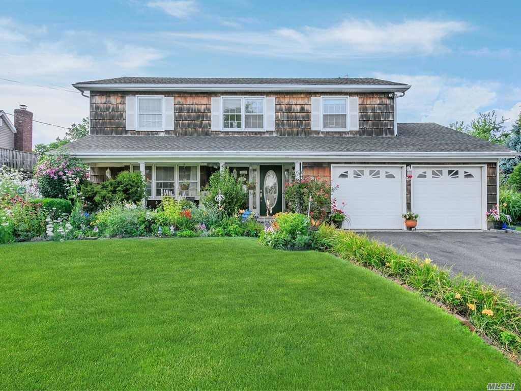 213 Sandpiper Ln, W. Babylon, NY 11704 now has a new price of $668,000!