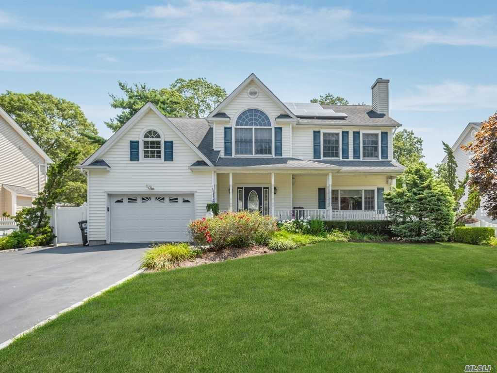 59 Reilly St, West Islip, NY 11795 is now new to the market!