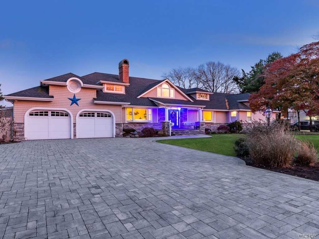 233 Willetts Ln, West Islip, NY 11795 has an Open House on  Sunday, January 12, 2020 12:00 PM to 2:00 PM