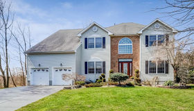 10 Tudor Court, Matawan, NJ 07747