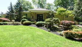 25 Seven Oaks Circle, Holmdel, NJ 07733