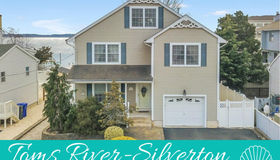 135 Pinewood Road, Toms River twp (tom), NJ 08753