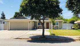 1111 Central Avenue, Hollister, CA 95023