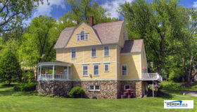 38 Spruce, Manchester, VT 05255