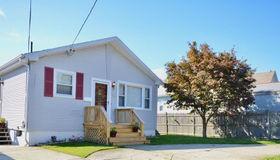 10 Homestead Av, Cranston, RI 02920