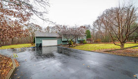 5 Red Coach Dr, Coventry, RI 02816