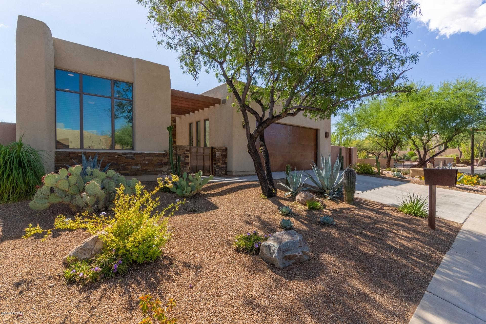 997 W Par Four Drive, Oro Valley, AZ 85755 is now new to the market!