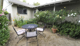 221 Hummingbird Court, Healdsburg, CA 95448