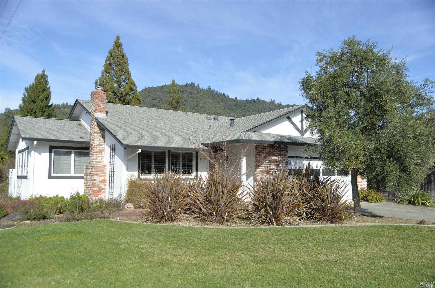 1385 Pinon Drive, Healdsburg, CA 95448 now has a new price of $629,000!